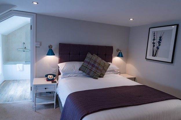 The Carpenters Arms - double bedroom with ensuite